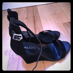 Also black strap wedge sandals!